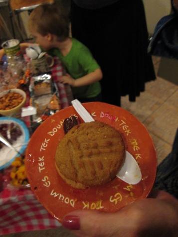 doumtek plate with cookie